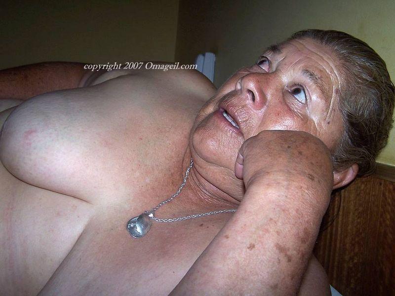 lesbian nude milfs