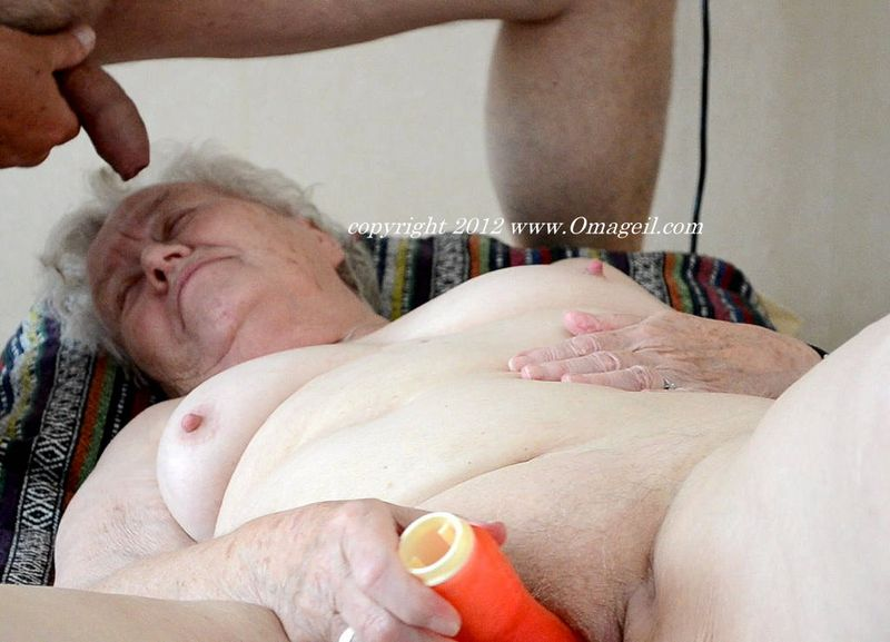 18 year old fucking and sucking an old man 7