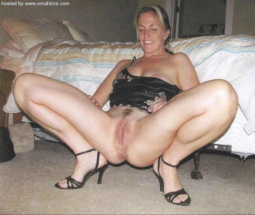 zrelie-babi-razdvigayut-nogi-foto