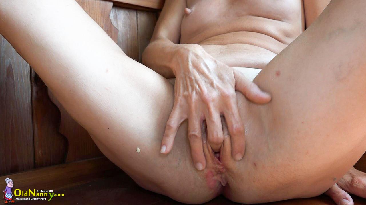 mature granny tube
