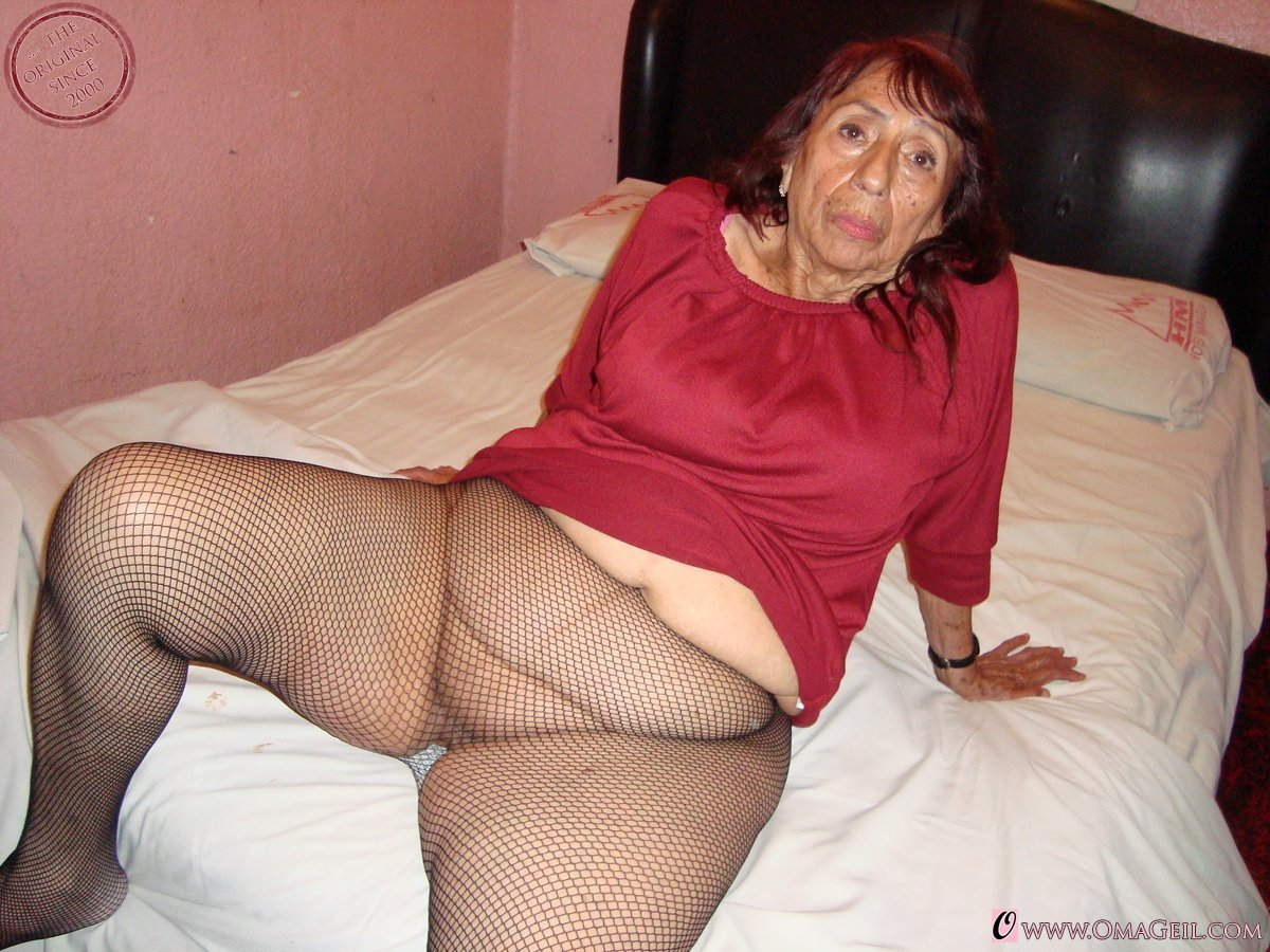 Mature older woman with a shaved pussy loves a cock stuffed in her ass 5