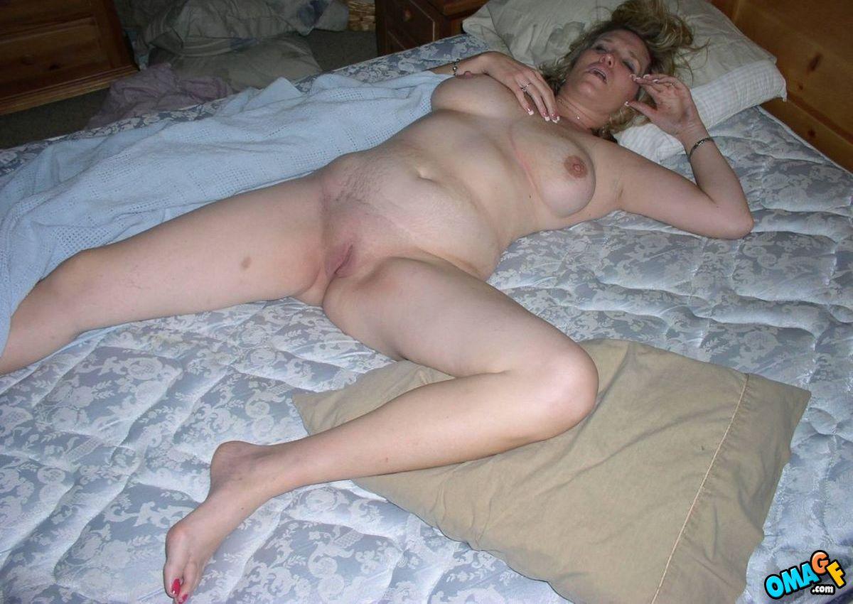 Фото спящие голые женщины зрелые, Частные фото голых спящих женщин - Голые зрелые 8 фотография