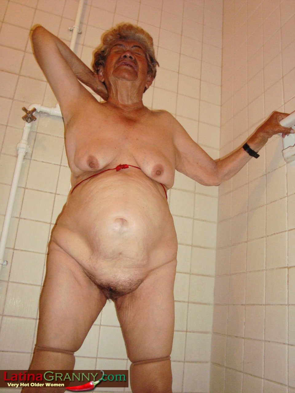 голые бабушки в бане видео